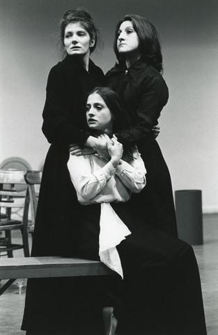 1970-06-03-TheThreeSistersLuponePatti-AM78.tif