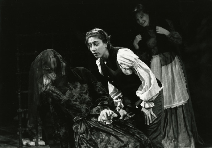 1990-11-WomeninShakespeare.tif